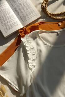 Blusa de lino con volados en los hombros