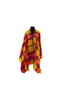 Modelo # 1 Mantón Rosa-amarillo de acrílico frizado desflecado.  Medidas: 75 cm x 200 cm -