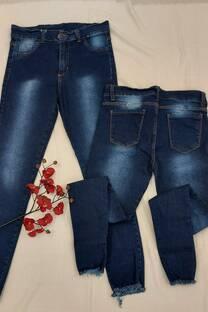 Jean Azul Localizado Con Ruedo Desflecado -