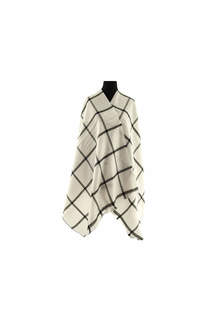 Modelo #31 Mantón blanco-negro de acrílico frizado desflecado.  Medidas: 75 cm x 200 cm -