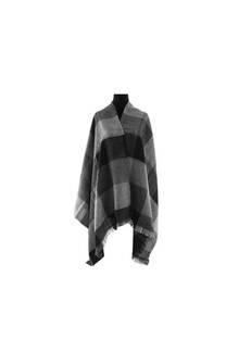 Modelo #35 Mantón negro-gris de acrílico frizado desflecado.  Medidas: 75 cm x 200 cm -