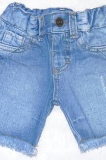 Bermuda bebe jean con rasguños -