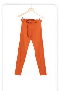 Pantalon con cinto -