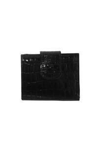 Mini billetera 100 % cuero con textura, fabricación nacional. Apertura principal con botón, posee tarjetero y 3 divisiones para billetes. -