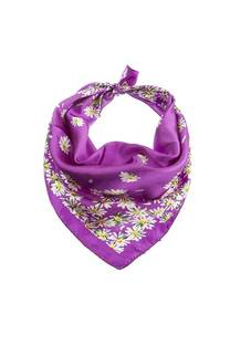 Pañuelo de seda cuadrado con estampado.  Medidas: 50 cm x 50 cm -