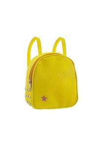 Mini mochila cuero ecológico con tachas laterales y tiras regulables.  Medidas: 20 cm x 20 cm -