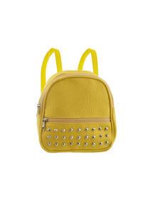 Mini mochila de cuero ecológico con múltiples tachas en el bolsillo frontal. Tiras regulables.  Medidas: 20 cm x 20 cm -
