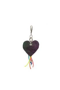 Llavero de tela con forma de corazón. -