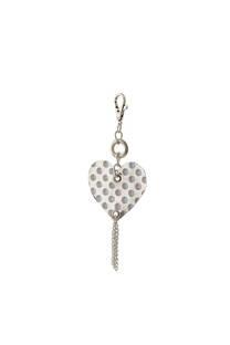 Llavero de tela con forma de corazón espejado y cadenas colgantes. -