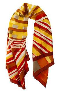 Pañuelo dama de seda cuadrado con estampado multicolor.  Medidas: 90 cm x 90 cm -