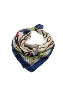 Pañuelo dama de seda cuadrado con estampado animal print.  Medidas: 50 cm x 50 cm