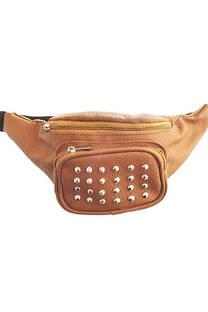 Riñonera cuero ecológico, bolsillo frontal con múltiples tachas, tira regulable con broche.  Medidas: 30 cm x 12 cm -