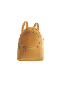 Mochila de cuero ecológico con bolsillo frontal, múltiples tachas y tiras regulables.  Medidas: 20 cm x 25 cm -
