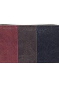 Billetera cuero ecológico, posee tarjetero. monedero y división para billetes.  Medidas: 10 cm x 20 cm.