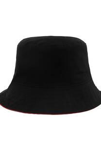 Piluso negro de gabardina con base roja. -