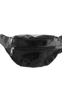 Riñonera de charol doble bolsillo con cierre y tira regulable con broche.   Medidas: 30 cm x 12 cm -
