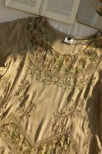 Blusa importada con bordado