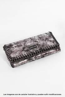 Billetera de eco cuero, fichero con solapa y múltiples divisiones, tamaño grande.  -