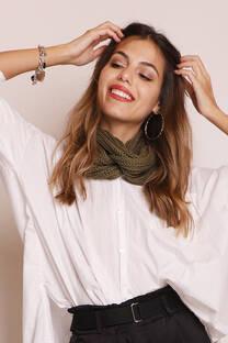 Cuello doble de lana sintética.   -