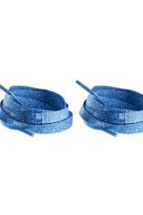 Cordón de zapatillas estampados jean azul.  -