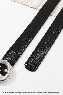 Cinto de eco cuero símil charol piel croco.  Medidas: 100 cm de largo aprox. (Hasta talle 44). -