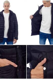 CAMPERA TIPO INFLABLE SOLAPAS BROCHES Y CAPUCH. -