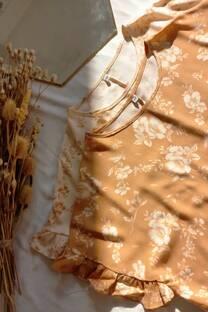 Blusa de lino estampado con volados -