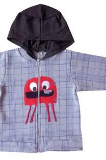 Campera de frisa estampada con capucha sobrepuesta y bordado aplique  -