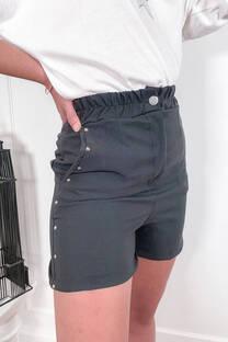 Short sastrero con bolsillo y tachitas