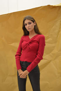 Sweater ajustado con nudo -