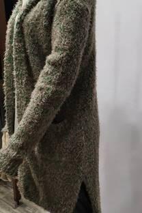 saco lana con capucha y dos bols -