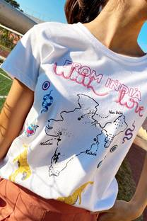 Remera con estampa from india y bordado -