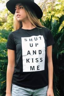 Remera Kiss Me -