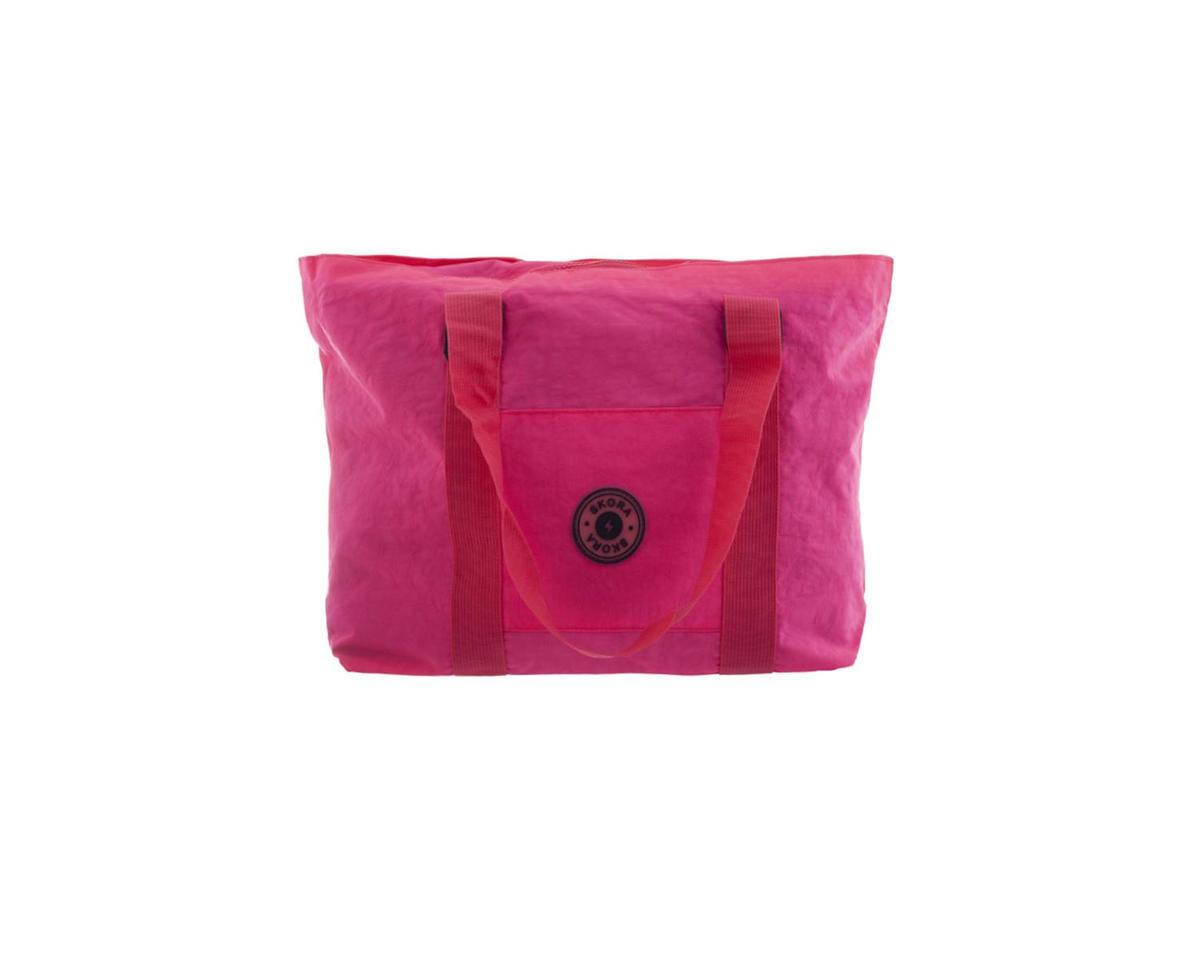 Imagen carrousel Cartera tela impermeable con bolsillo interno, trasero, y frontal. Manijas de agarre.  Medidas: 30 cm x 45 cm 1