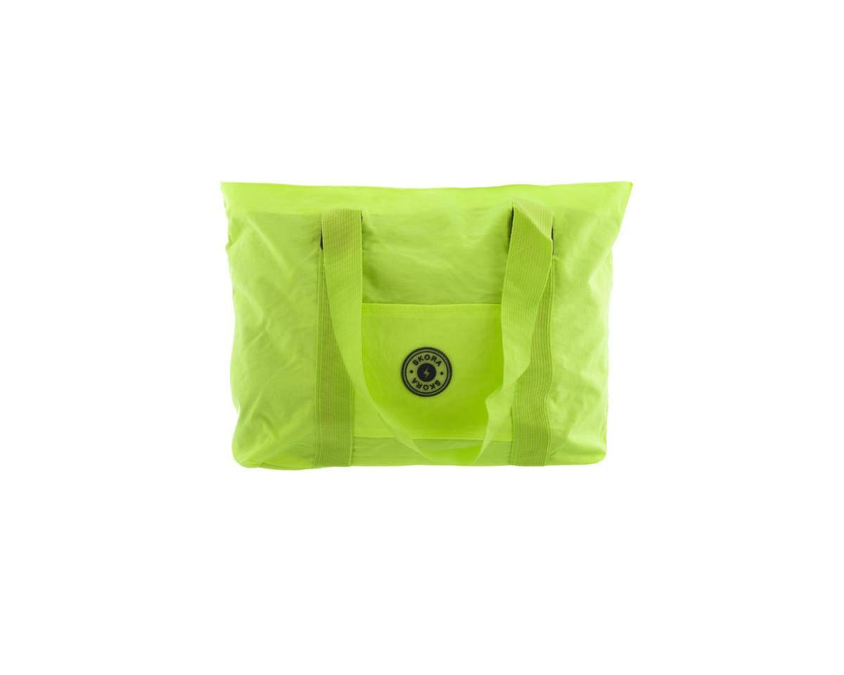 Imagen carrousel Cartera tela impermeable con bolsillo interno, trasero, y frontal. Manijas de agarre.  Medidas: 30 cm x 45 cm 3