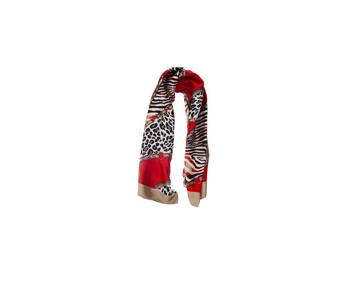 Imagen carrousel Pañuelo dama de seda cuadrado con estampado animal print.  Medidas: 90 cm x 90 cm 3