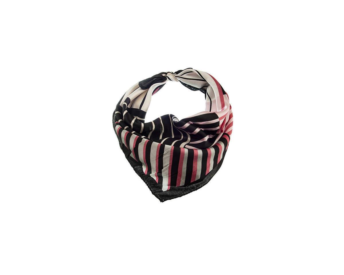 Imagen carrousel Pañuelo dama de seda cuadrado con estampado a rayas.  Medidas: 50 cm x 50 cm 1