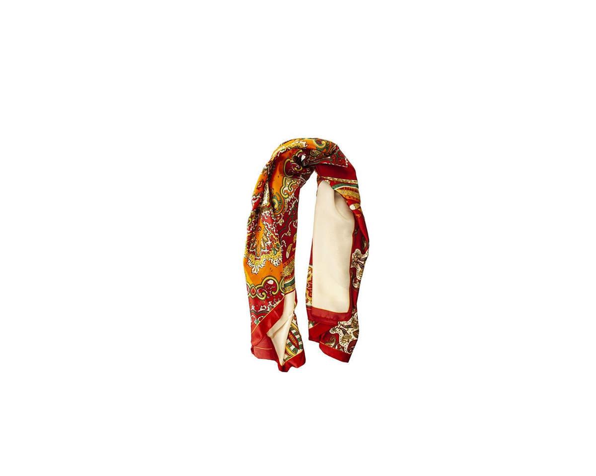 Imagen carrousel Pañuelo dama de seda cuadrado con estampado de mandala.  Medidas: 90 cm x 90 cm 1