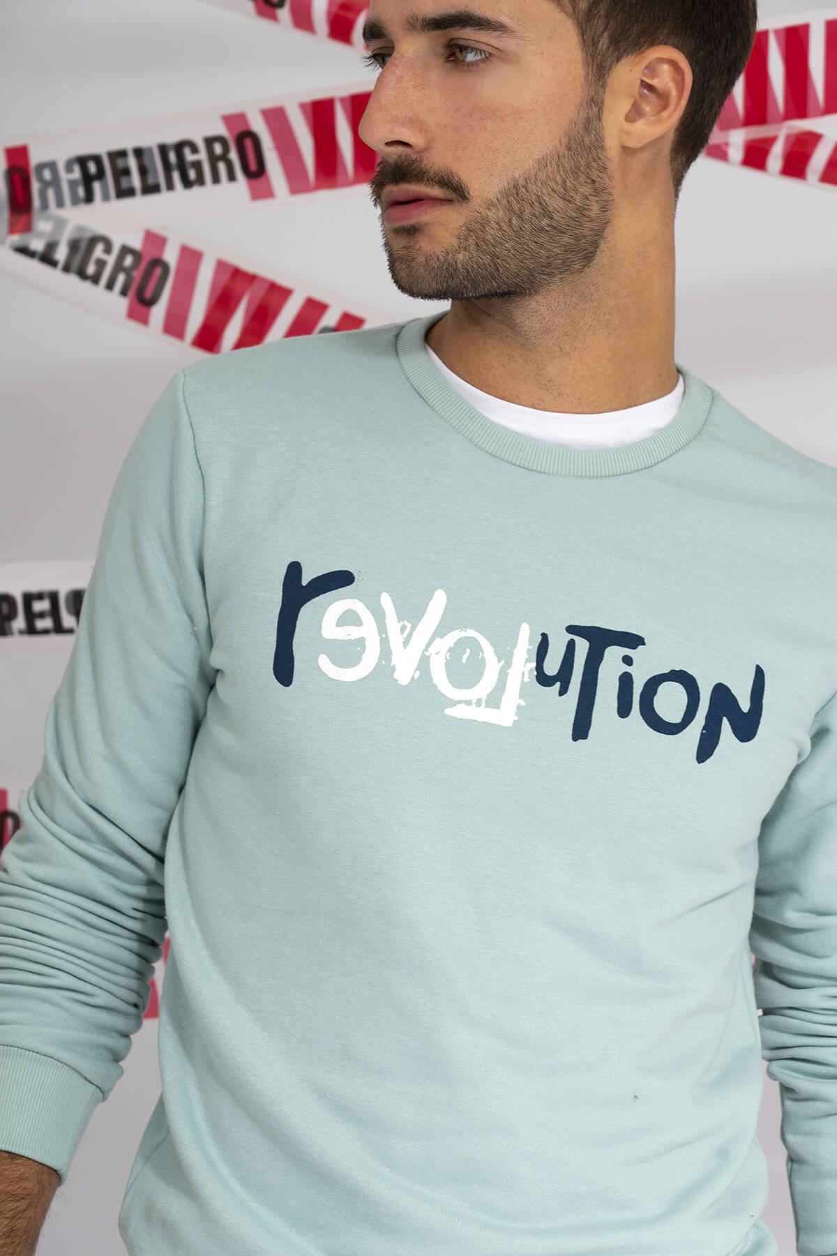 Imagen carrousel BUZO REVOLUTION 1
